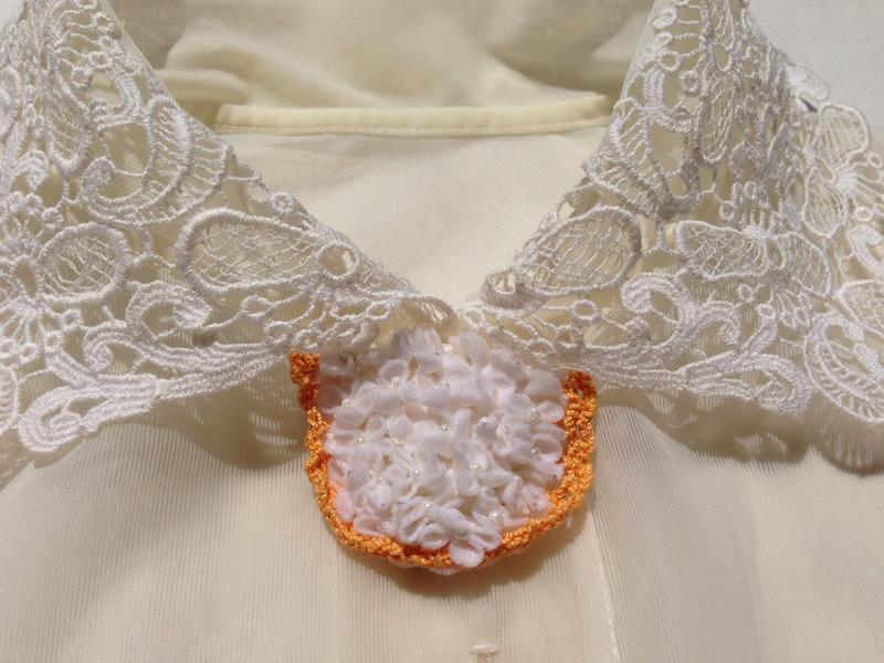 リメイク白い花ブローチ